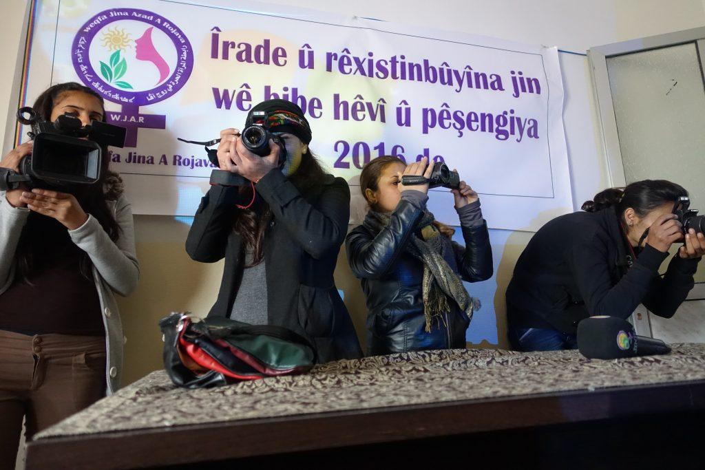 Rajin Rojava – der erste Frauenpresseverband und Frauenpresseagentur JINHA